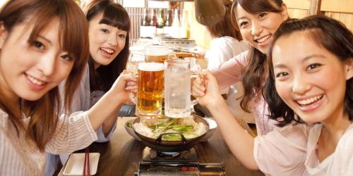 新宿の思い出横丁で飲み、海外の方も多く来店してます