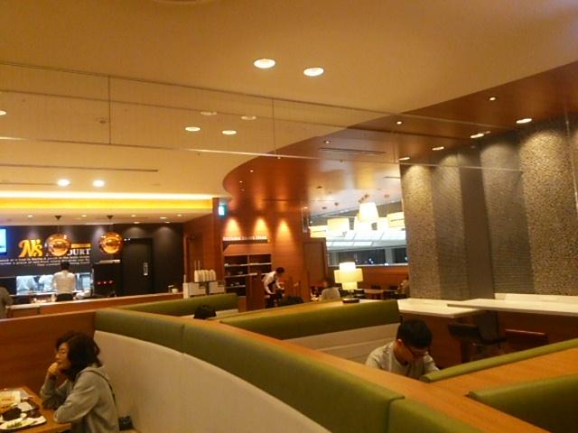 成田空港で電源確保でき仕事もできるカフェ